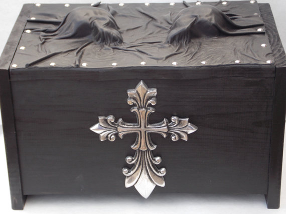 Pippenwycks Goth Skull Leather Wooden Storage Chest